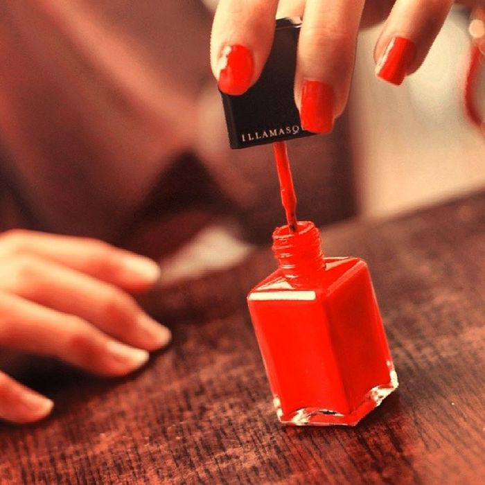 Nailpaint Red Sumers Friend Monday Morning Holiday Girl Fashion