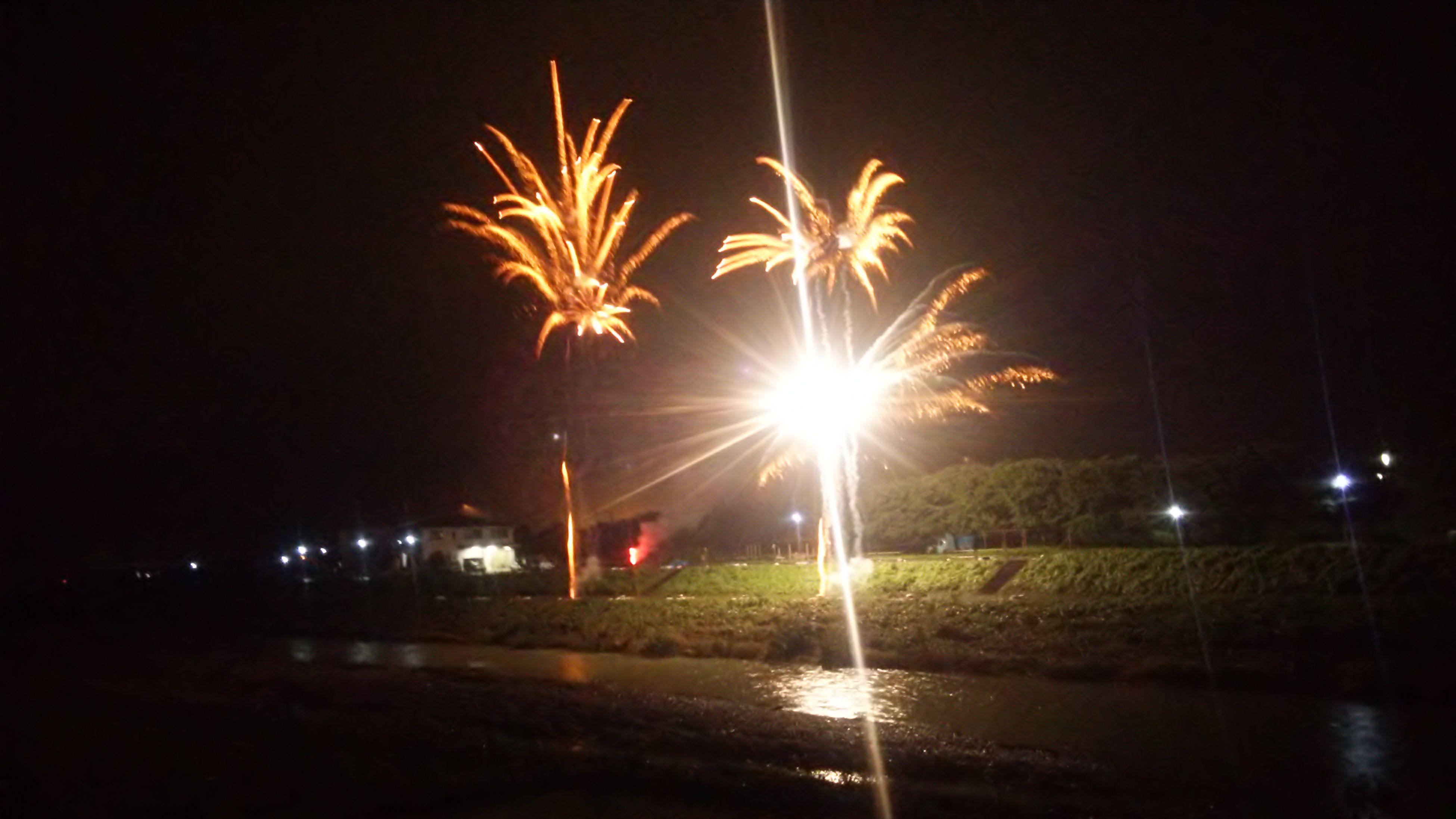 これまた夏の思い出(*^^*)雨の中丹波の花火大会今年は雨だらけの花火大会で中止ばっかで(´-ω-`)すごい大雨で、自分びしょびしょなってたけかな笑