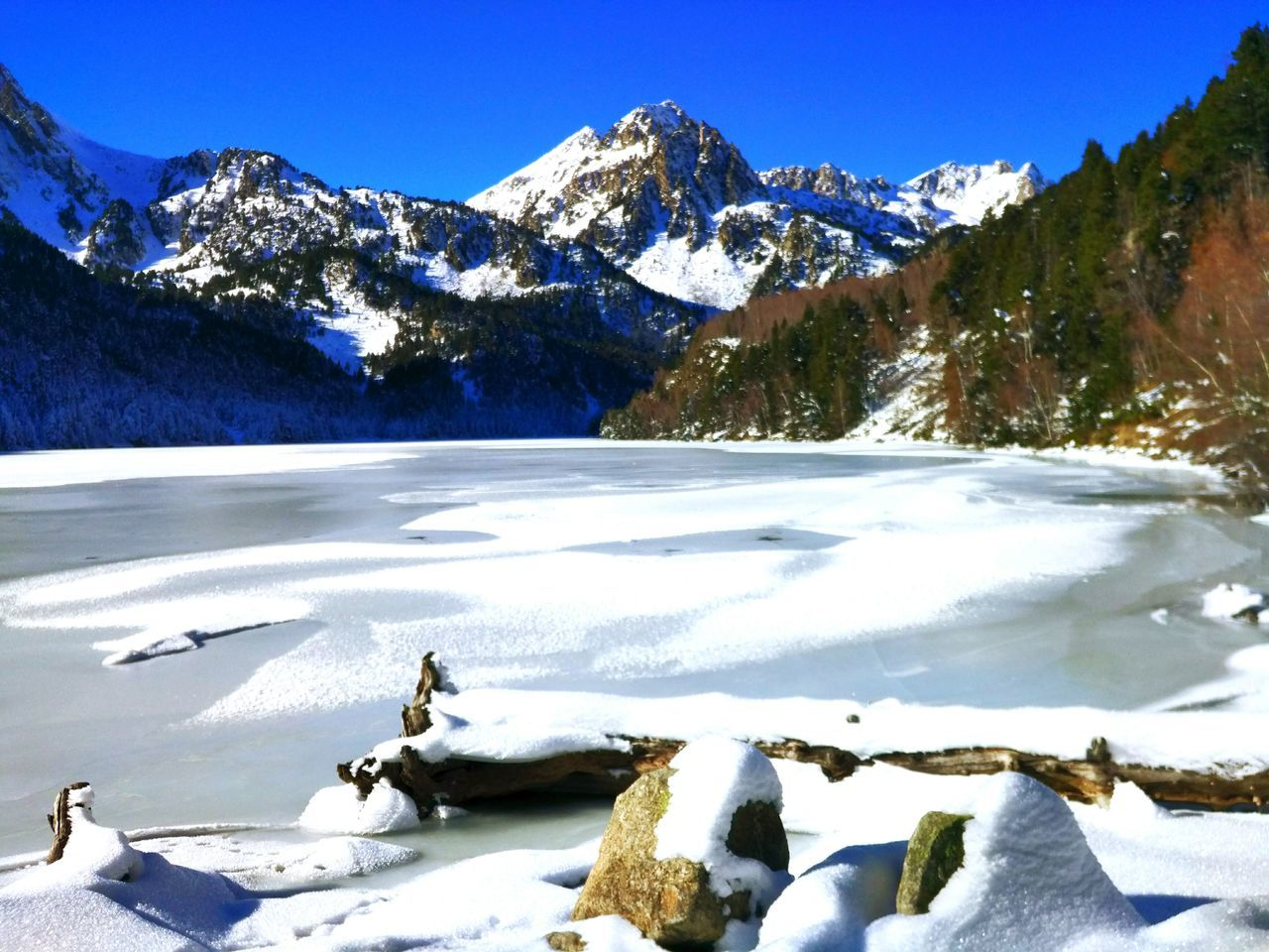 Snow Cold Temperature Winter Mountain No People Outdoors Nature Beauty In Nature Glacier Water Estany De Sant Maurici, Aiguestortes Aiguestortes Parc Nacional D'aiguestortes Day