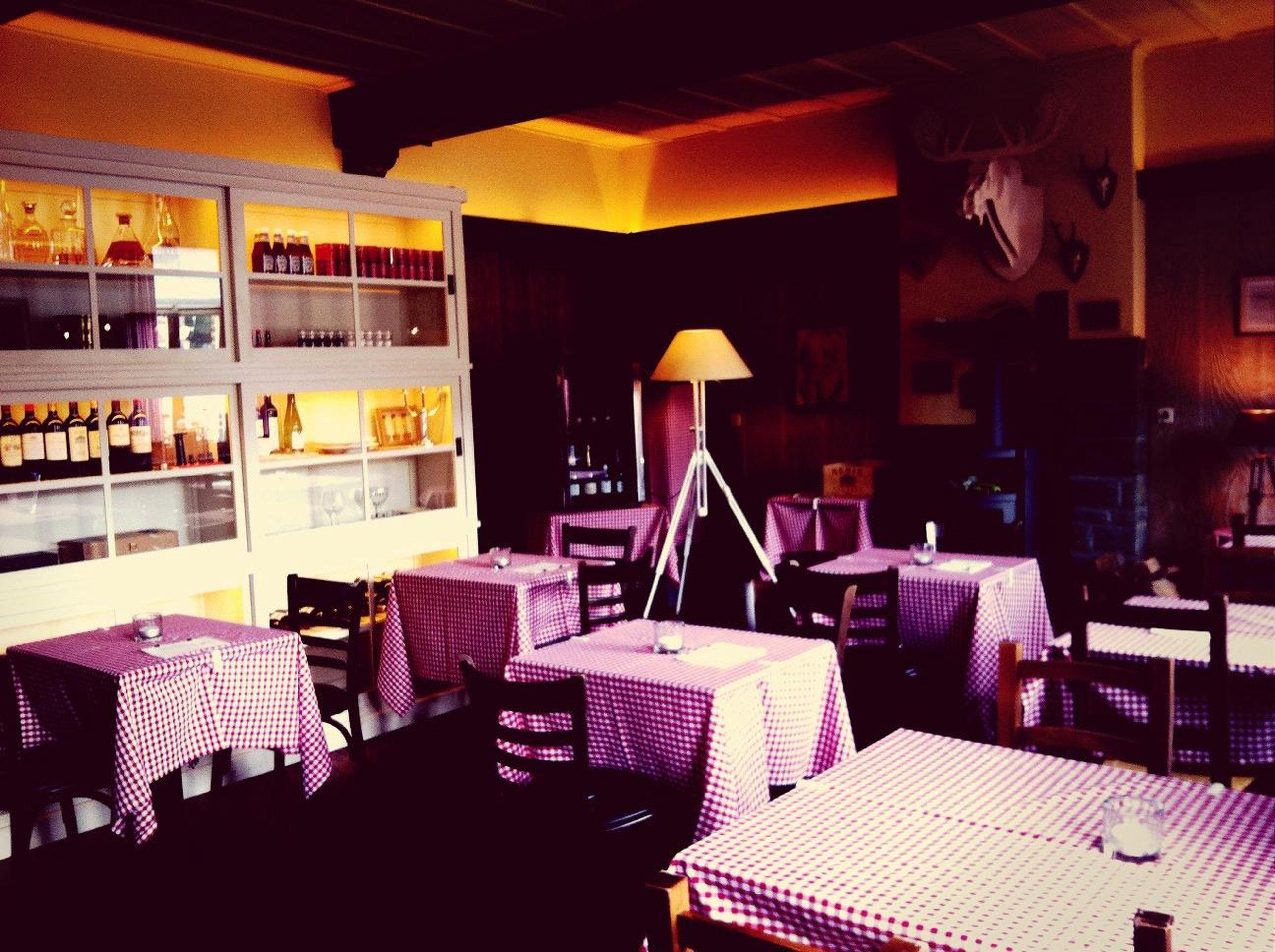 Grote, officiële opening van Taverne Eet- en Drink Café Louise. LesSoeursLouise