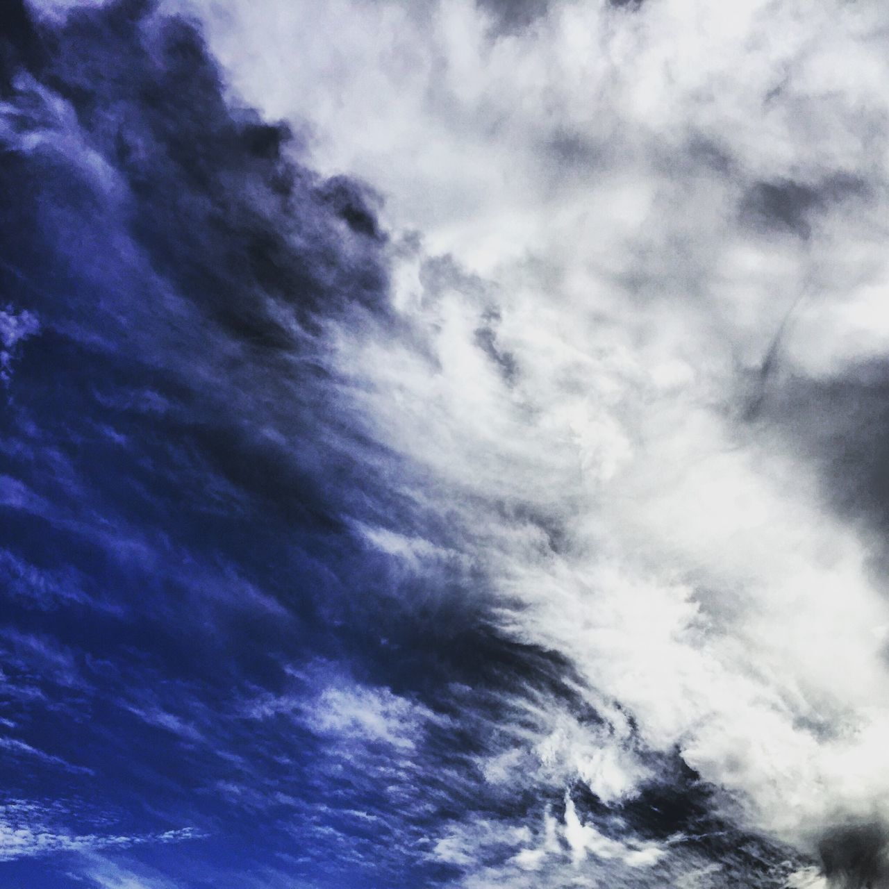 sky, low angle view, cloud - sky, beauty in nature, nature, scenics, blue, backgrounds, cloudscape, sky only, no people, tranquility, tranquil scene, full frame, day, outdoors