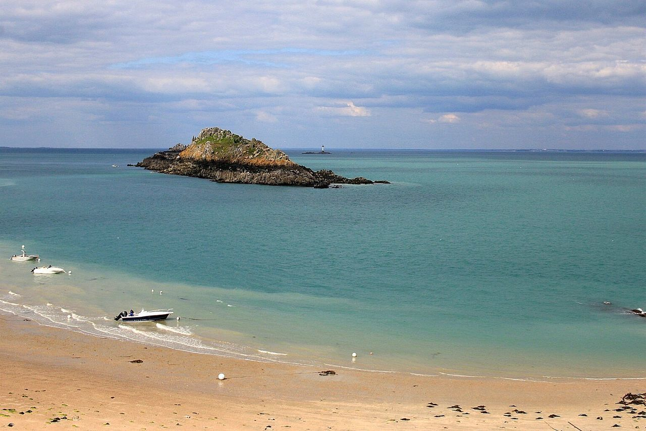 Beach Sea Sand Nature Tropical Climate Travel Destinations Vacations Horizon Over Water Tranquility Animal Wildlife Outdoors Animals In The Wild Cloud - Sky Tranquil Scene Beauty In Nature Water Landscape Awe Water's Edge Summer Bretagne My Love Bretagnetourisme Bretagne Sky Nature