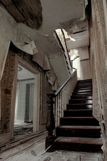 Abandoned southern mansion Architecture Staircase Steps And Staircases EyeEmBestPics Eyeem Abandonment Demolitionbyneglect EyeEm_abandonment Abandoned & Derelict Forgotten Places  Architecture_collection Hdr_Collection