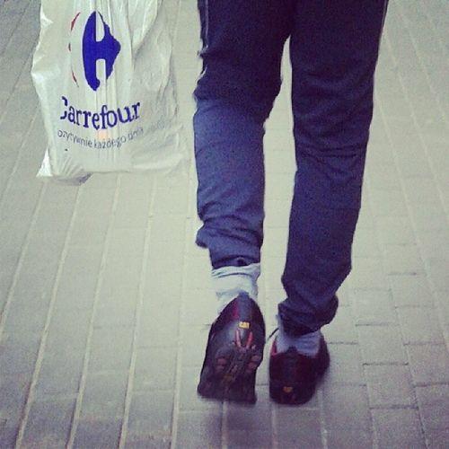 Miejski Swag . Dres w skarpetach zawsze na czasie. Warsaw Fashion Stylish_bag tracksuit fashionable style hipsta fashion_god masterpiece szafiarka