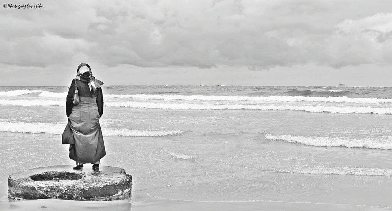 تصويري:هبة شلابي Photographerhibo Hibashalabi Photography Beach Seaside Seascape Portrait Blackandwhite Blacksea Tripoli Libya Lonely Darkness Hints