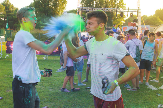 Canon 6D Casual Clothing Color Color Explosion Colorful Colors Colorsplash Colourful Colours Dust Dusty Explosion Of Color Festival Festival Of Colors Festival Season Friendship Fun High Five High Five! Highfive Holi Holi Festival Holi Festival Of Colours Moment Sunlight