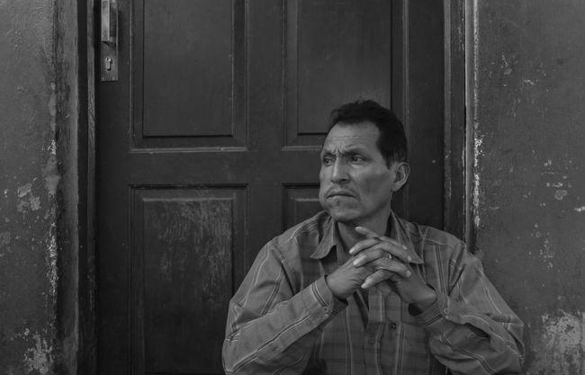Eyem Best Shots NEM Black&white Cochabamba Bolivia Streetphotography Eye4 The Streets EyeEm Best Edits Tadaa Community Blancoynegro B&w Street Photography EyeEm Best Shots - Black + White Blackandwhite Light And Shadow Monochrome Streetphoto_bw Portrait Traveling