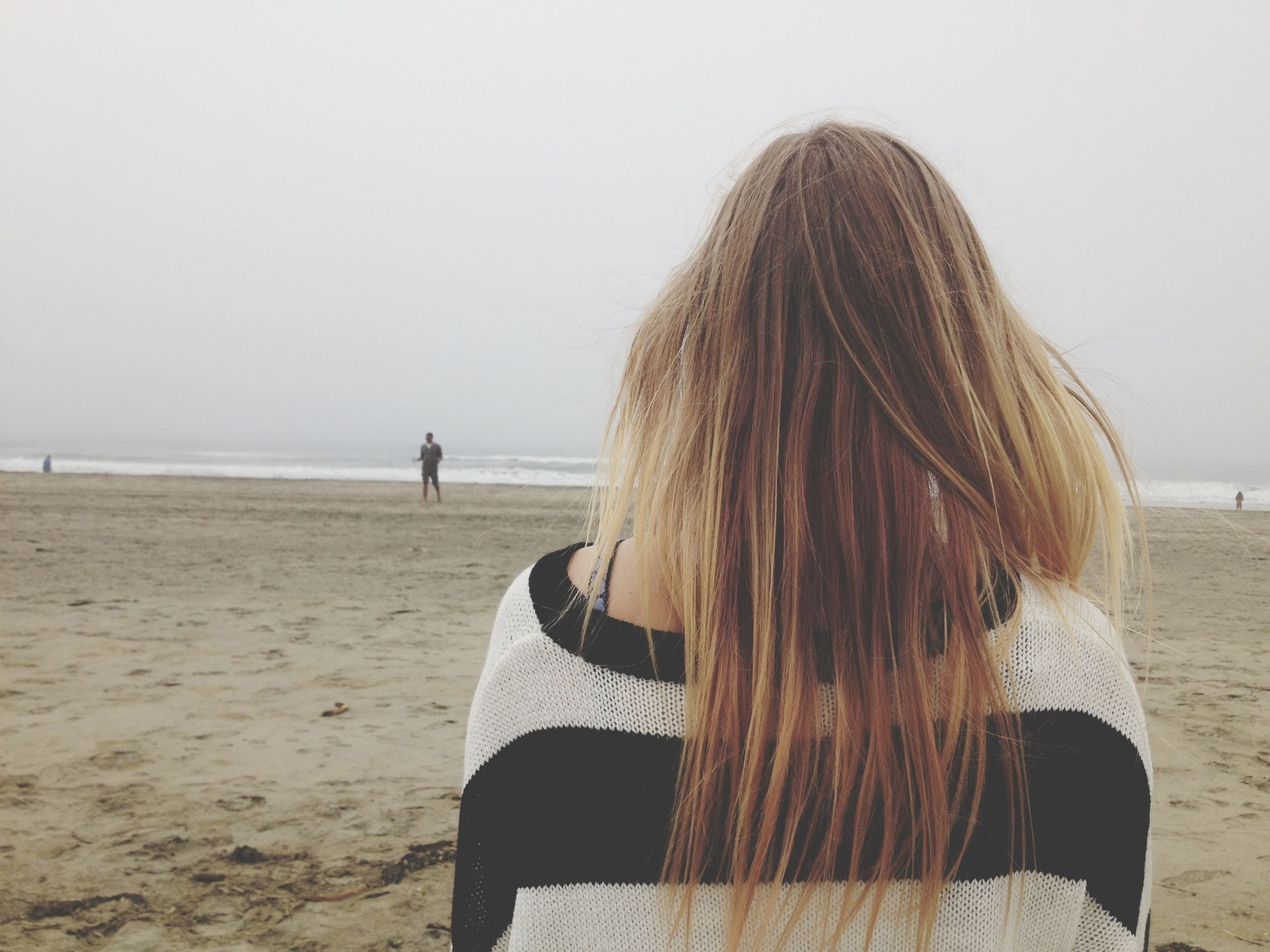 beach, sea, sand, horizon over water, rear view, shore, leisure activity, lifestyles, clear sky, person, water, long hair, standing, vacations, tranquility, tranquil scene, casual clothing, copy space