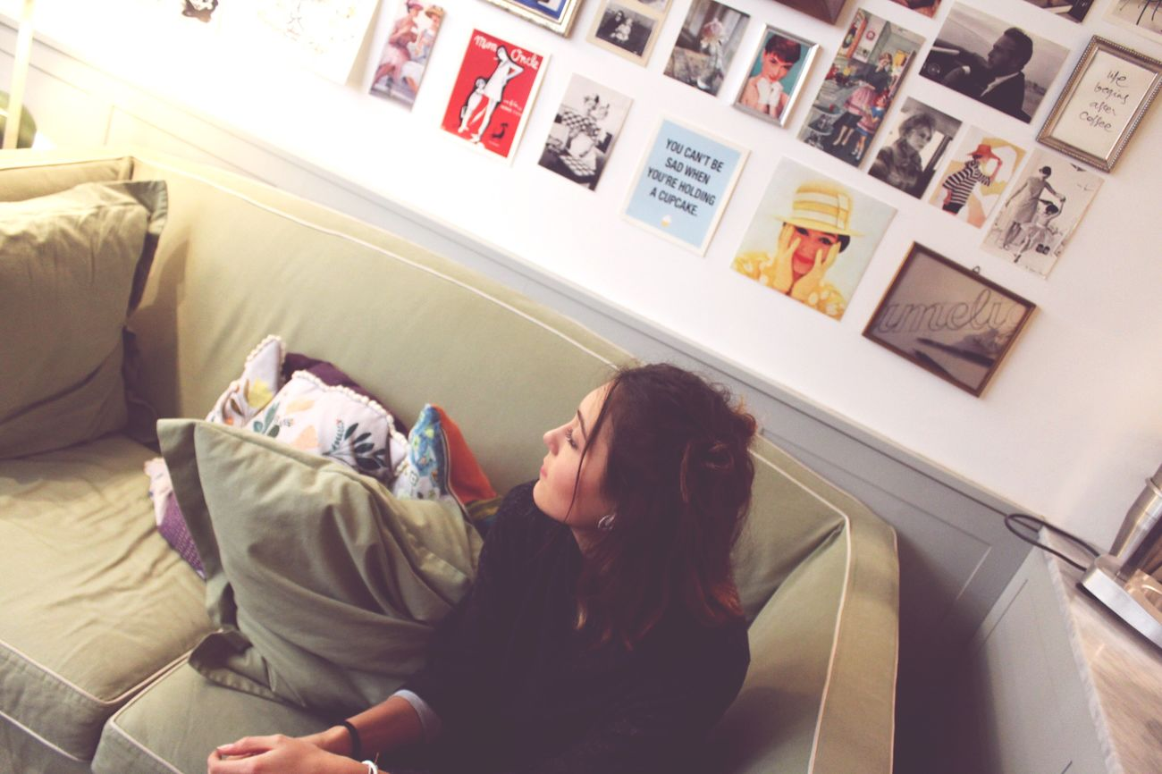 Maddalena Indoors  Home Interior Two People Bed Bedroom Domestic Room Real People Domestic Life Maddalena Bar Day Camelia People Adult Treviso Bar Paris Young Women Ragazza Breaktime Fotografia -CM