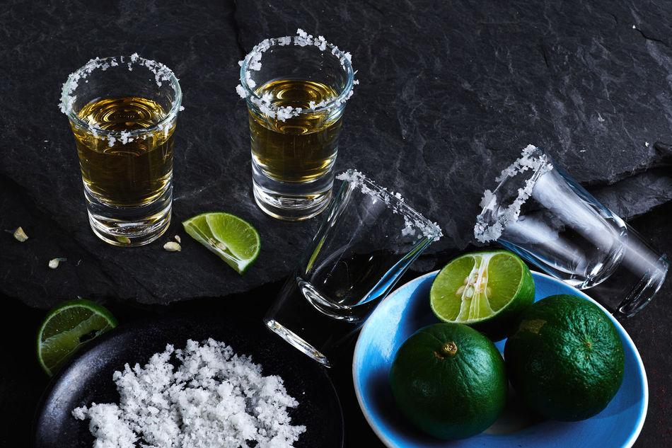 Beautiful stock photos of menschen, Alcohol, Citrus Fruit, Drink, Food