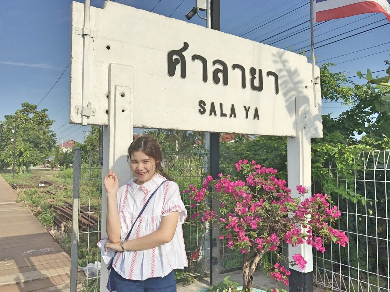 B y e b y e S a l a y a - G o t o C h i a n g m a i Adults Only Outdoors Mature Adult Adult Women People One Person Business Finance And Industry Day Only Men Sky Chiang Rai, Thailand Chiang Mai | Thailand Salaya Mahidol University Home Goodbye Long Goodbye