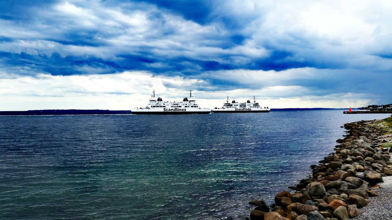 Kissingboats Vessels Sea Transportation Transport Sweden Denmark Middleway Boats Sky Opposite Directions Seaport