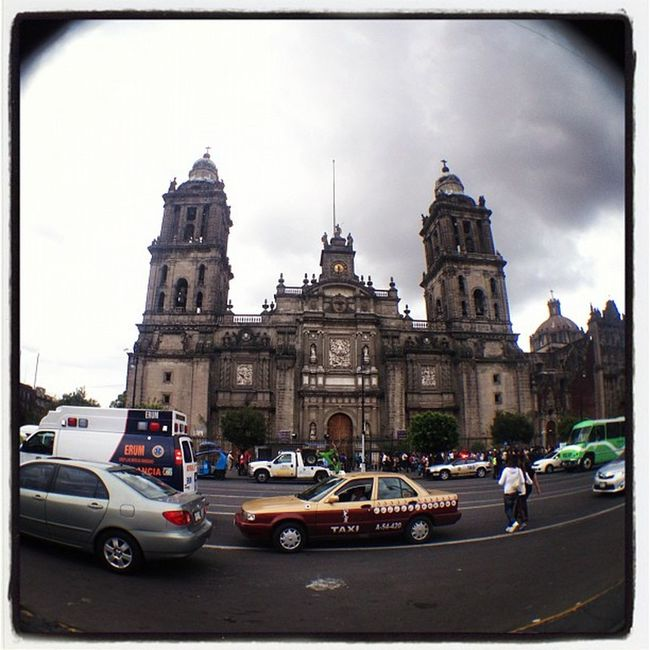 Catedral en el Zócalo, Mexico. TBT  Coolturamexico Mx  Igersmexico Df FotoDelDia Igers IGDaily Instagood Webstagram IPhone Tweetgram Mexico Mobilephoto Iphoneonly Iphonegraphy Photooftheday Bsasmobilephoto Instagram Momentoglitz Picoftheday Ciudadenmovimiento Popckorn Adictosalaciudad Followback Culturamexico