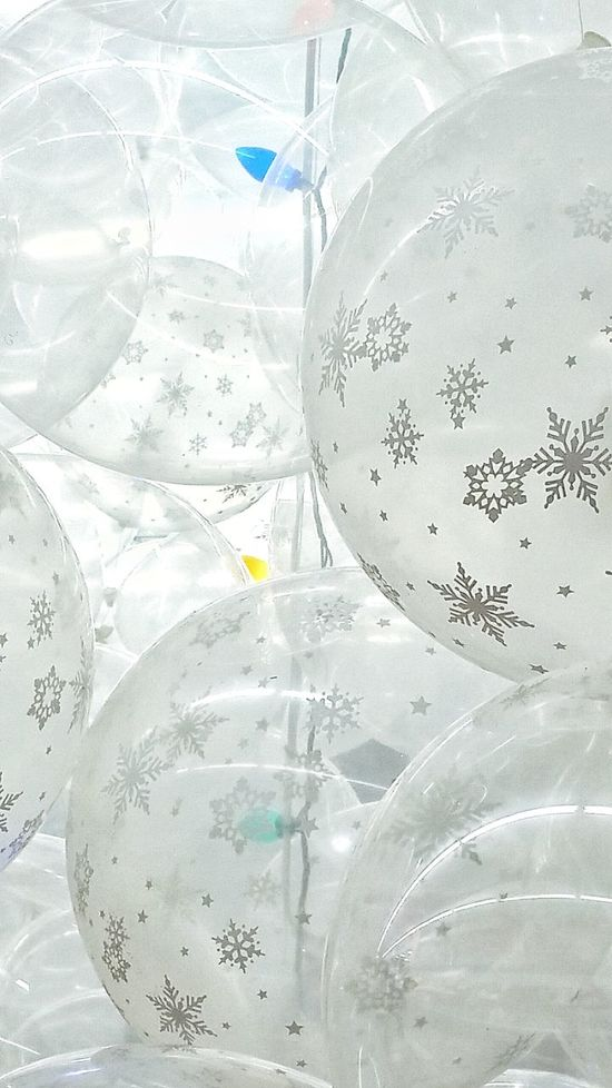 Christmas Scene Holiday Scenes Clear Background Celebrating White Balloons Snow Decorations Decor Snow Flakes See Through Holiday Decorations Round Objects Christmas Decorations Bunch Of Balloons Christmas Lights Holiday Celebration Balloons Favorite Holiday Wintertime Holiday Season See Through The Surface Shapes And Forms Together Group Of Objects