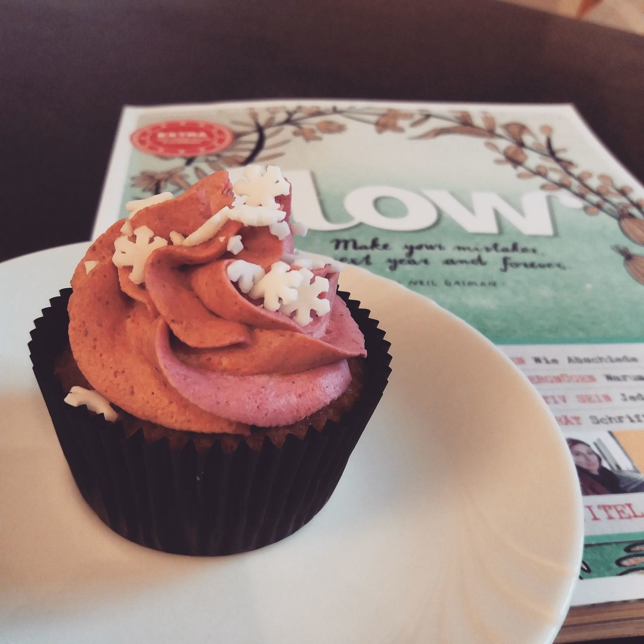 Flow  Flowmagazine Sweet Food Cake Food And Drink Dessert Indoors  Ready-to-eat No People Close-up Cupcakes Magazine Magazine Cover Mindfulness Mindful Pink Snowflake