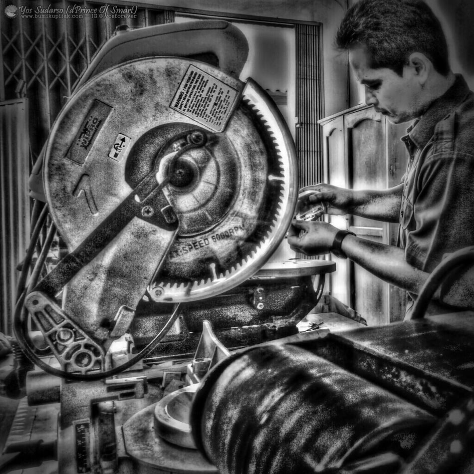 """HARD WORKER"" - I learned the value of hard work by working harder~Margaret M.F. (thanks mr.supriyatna for sharing an experience) *FullColor in IG: @yosforever Eye4photography  Blackandwhite Todaymotivation Your Photo For Social Change By PhotoPhilanthropy"