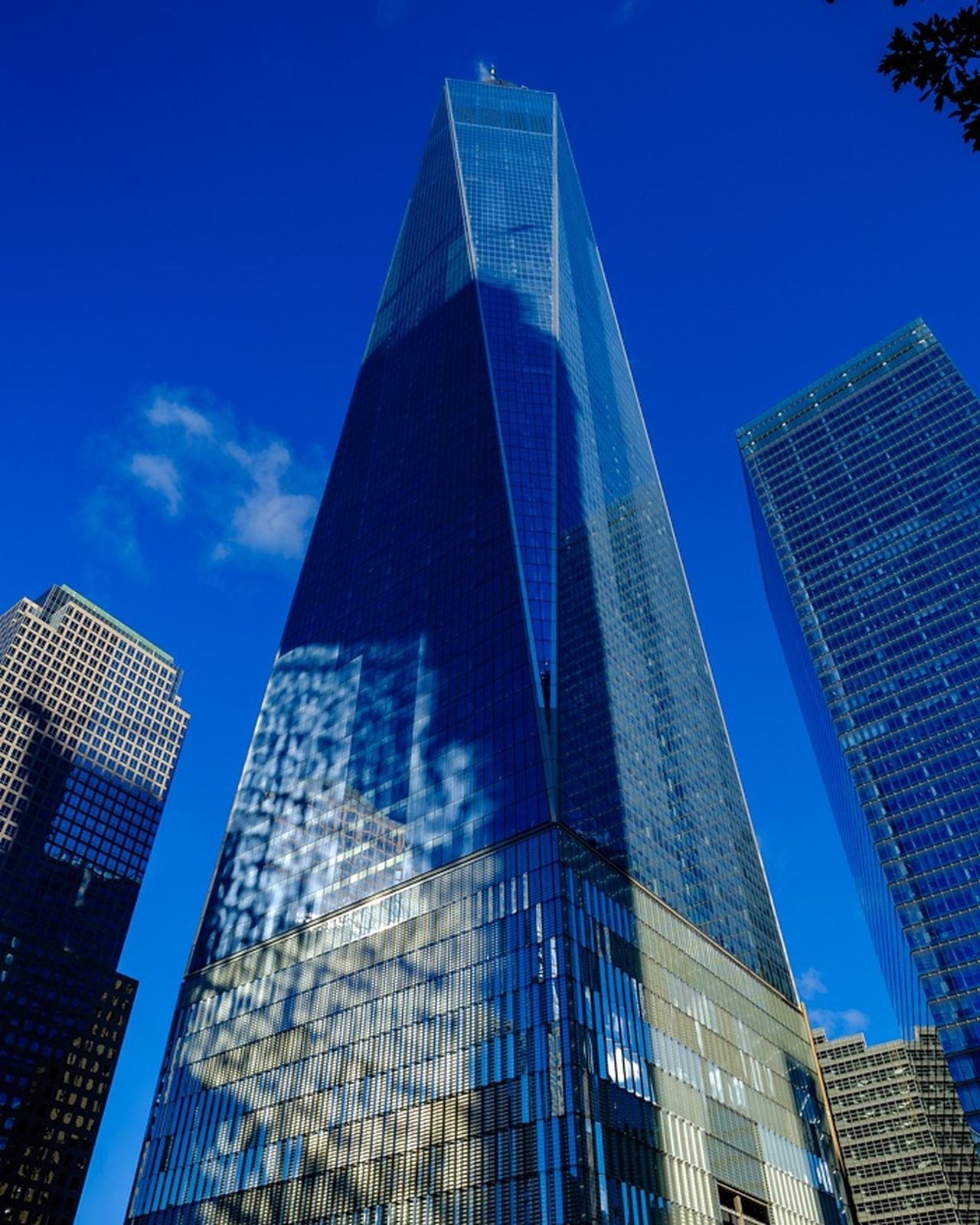 The grogeous World Trade Center Skyscraper Architecture Modern City Building Exterior Sky Memorial Streetphotography Newyork Fujilove Myfujifilm Travel Reflection