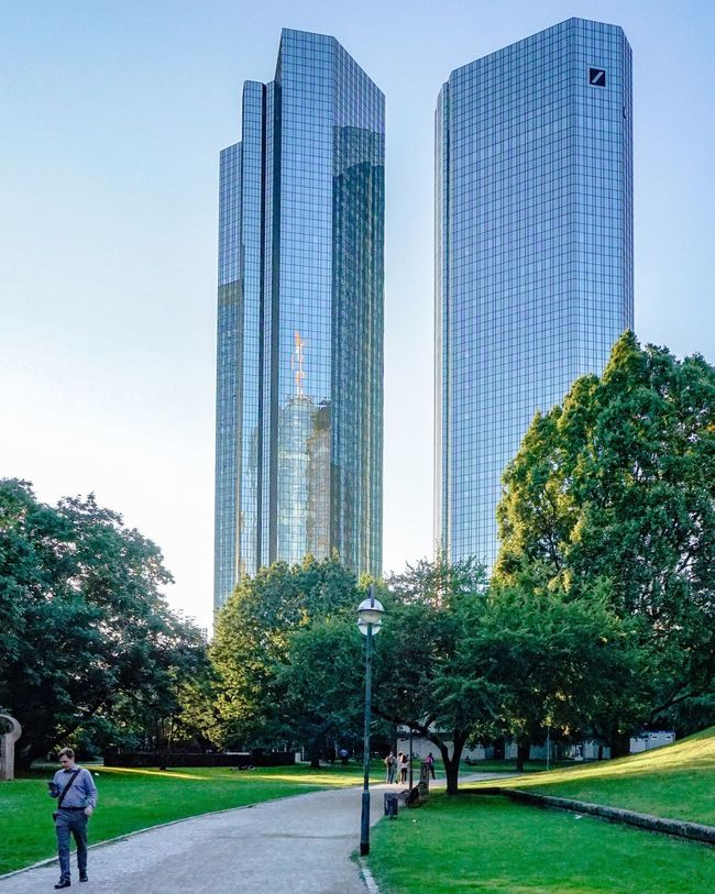 Frankfurt's Life Frankfurtlovers Cityscapes Architectural Feature Architectural Detail Architecture_collection Architecture Cityscape Streetphotography Frankfurt City  Frankfurtmylove City City Life Frankfurt Am Main Ffm Frankfurt Colour Of Life