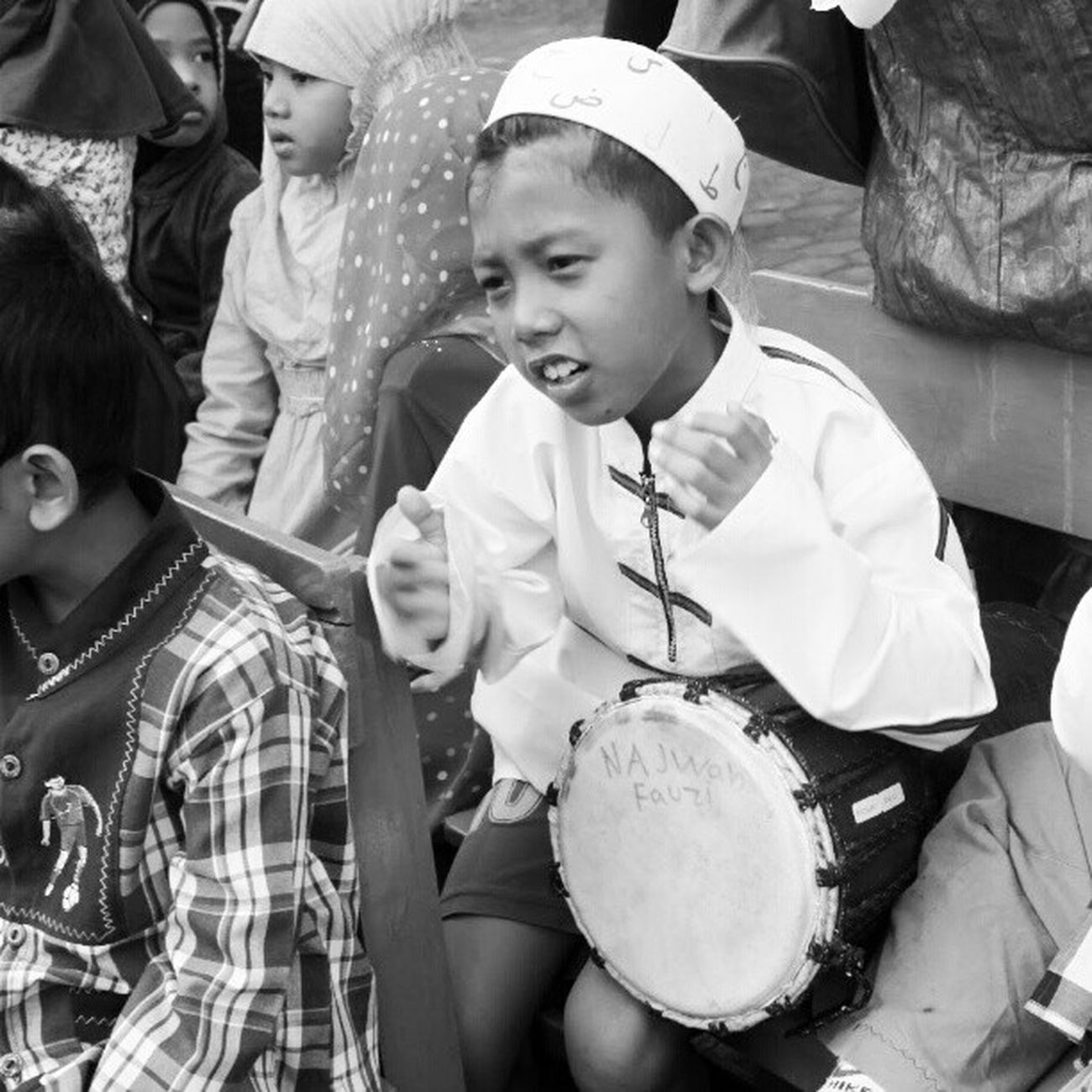 Playing Music , Instagramers Instanusantara Instanusantarapalingindonesia instanusantaraBW instasunda instadroid andronesia andromax blackandwhite hitamputih kids Indonesia Bandung elementary school boy Cijerah tradisi maulid nabi