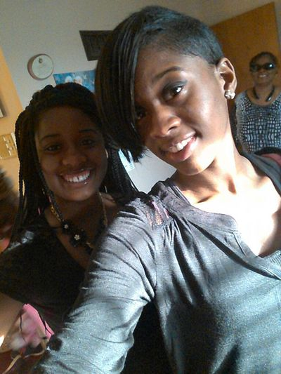 LilSis&BigSis Momo In The Background