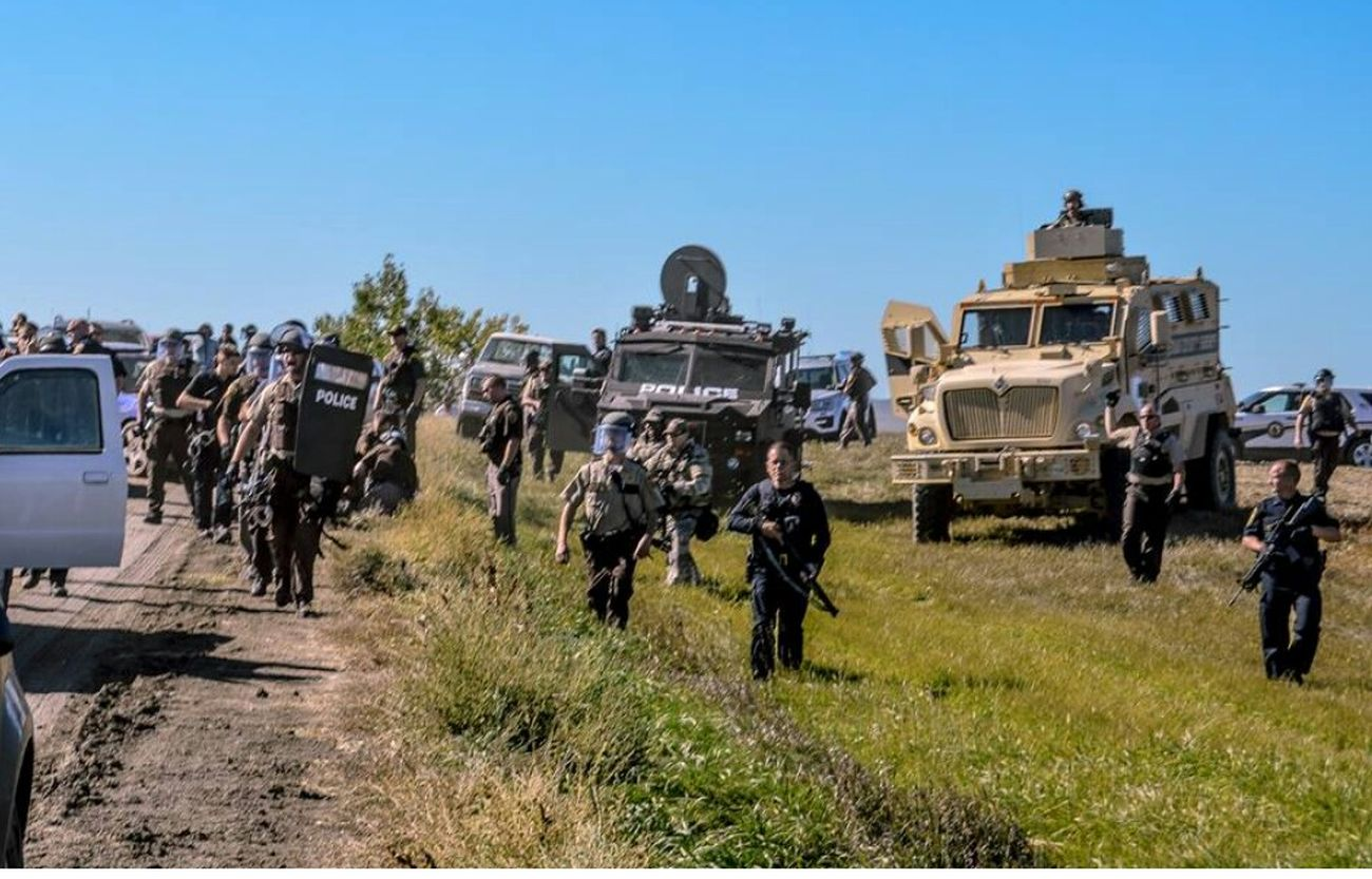 Unarmed people protecting water n land . Only in America . Check the link out. Media blackout . Large Group Of People Water Is Life Water_collection Canada Coast To Coast From My Point Of View Standing Rock Travel Destinations Big Oil.