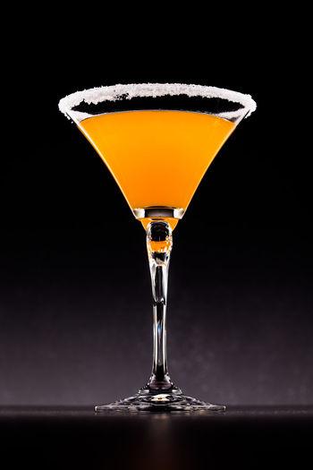 Orangensaft im Martiniglas Black Background Close-up Dark Glass Glowing Light Lighting Equipment Martini Martiniglass Orangen Orangensaft Orangensaft Single Object Still Life Studio Shot Yellow Zucker Zuckersüß