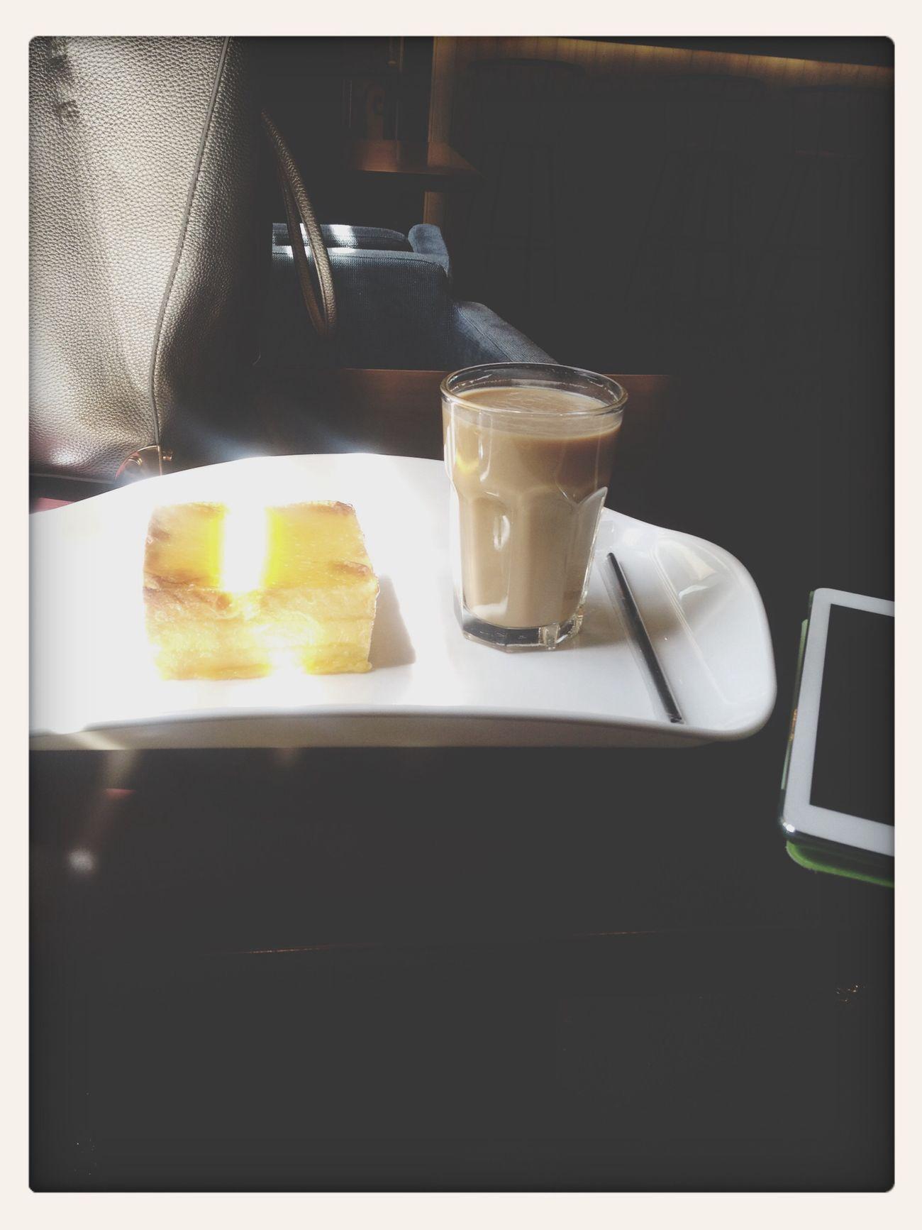 每天靠面包和咖啡存活…