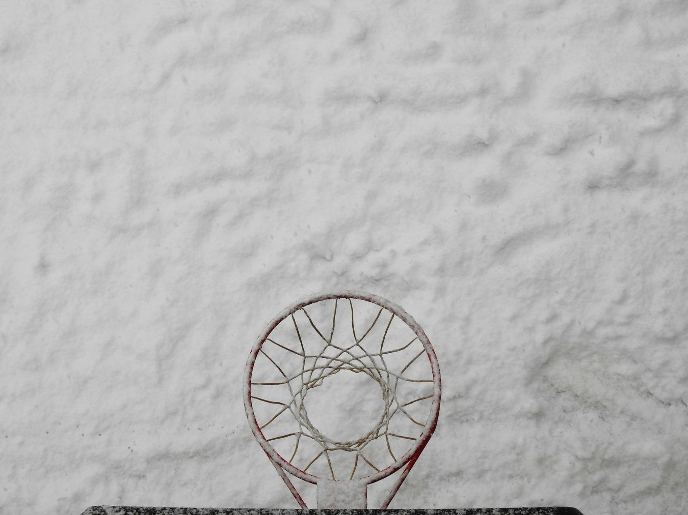 Sport Basketball Hoop Basketball - Sport No People Outdoors Ball Basketball Day Snow Day Light First Eyeem Photo View White Adapted To The City Winter Snow Cold Temperature Taking A Shot - Sport NBA Backyard Rim Snowball Nature Afternoon From Up