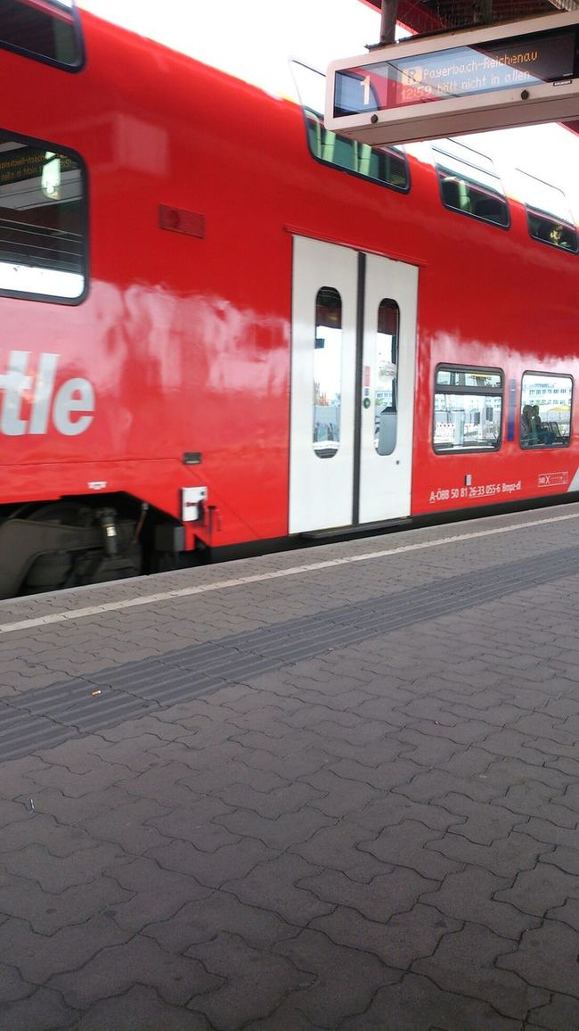 Public Transportation Juni 2014 Waiting For A Train öbb