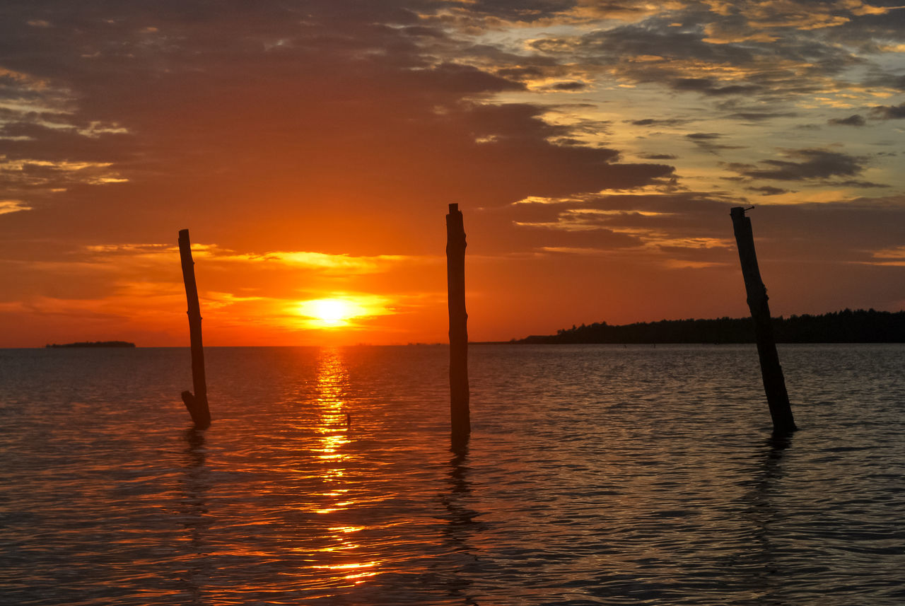 Three Atmosphere Atmospheric Mood Back Lit Beauty In Nature Bintanisland Cloud - Sky Dramatic Sky Idyllic Landscape_Collection Majestic Nature Orange Color Outdoors Reflection Scenics Sea Seinam Silhouette Silhouette Silouette & Sky Sun Sunset Sunset Silhouettes Water Wooden Post