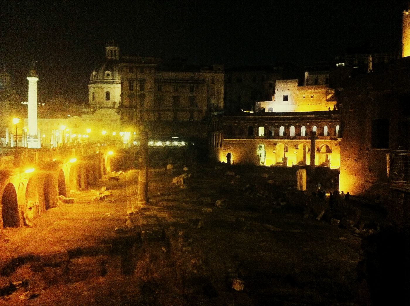 Creative Light And Shadow presso Roman Forum Roma By Night Rome Italy Italy Check This Out Eye4photography  Eyemphotography Cityscapes Taking Photos