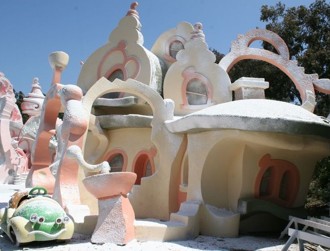 Movie Coulisses of The Grinch, 2010 Candy Cotton Day Grinch Grinchmas  Kulisse Kulissen Movie Coulisses No People Outdoors Sky Snow Covered Snowed In The Grinch The Grinch Who Stole Christmas Universal Studios Hollywood Universal Studios Tour