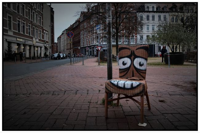 The laughing chair Chair City, Hannover City Laughing Seat Street Street Art Street Photography