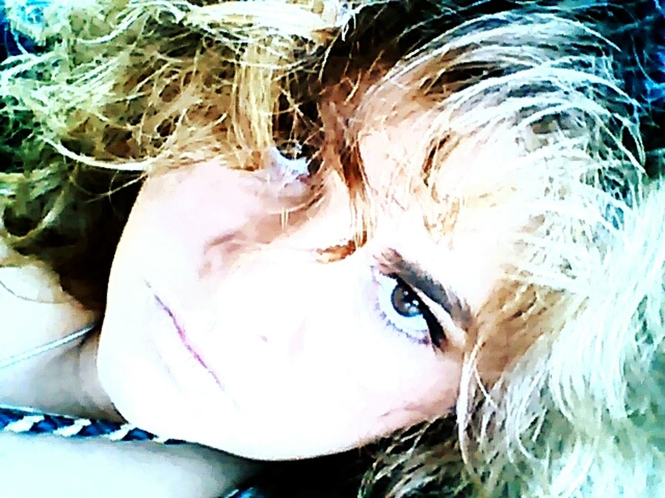 A chercher on trouve...... Regarde Au Fond De Moi Et Dis Moi Ce Que Tu Vois .. Regards De Femmes Womanselfie Angry Eyes Angry Face Women With Curves Sexyselfie Sexywomen