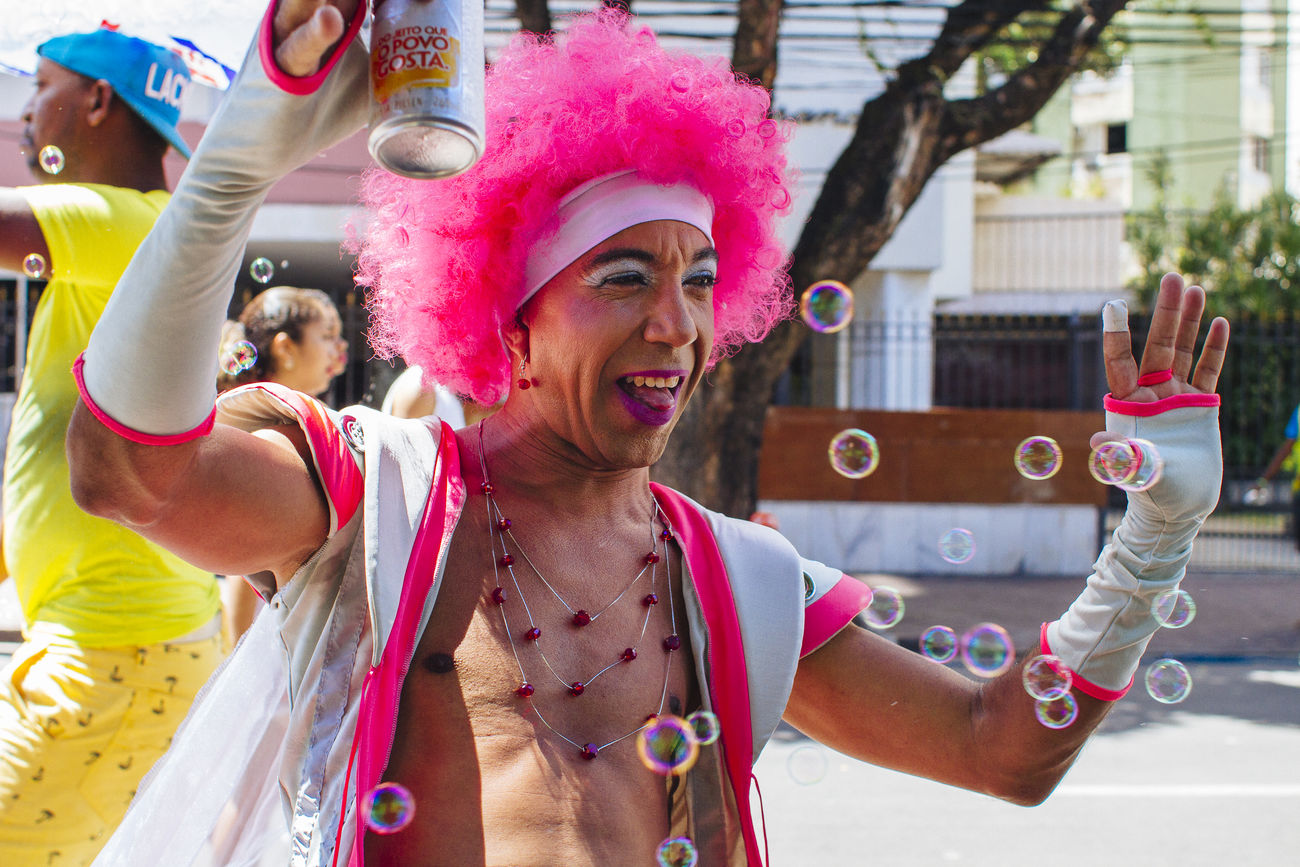 Arms Up Bubbles Carnival Carnival Fantasy Carnival Party Carnival Spirit Colors Of Carnival Fun Happiness Happiness Head And Shoulders Joy Of Life Muquiranas Party Time Pink Wig Portrait Salvador Bahia Smile ✌ Young Adult The Street Photographer - 2017 EyeEm Awards