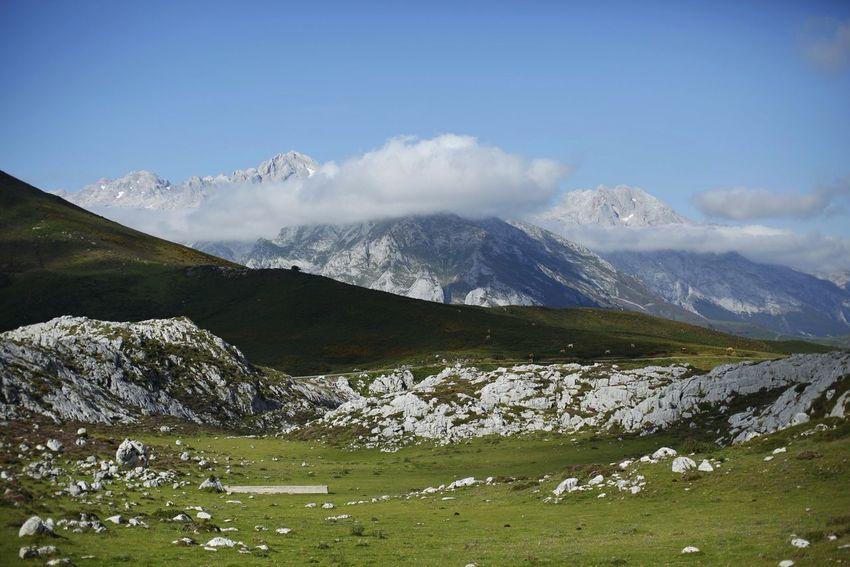 Vista del Macizo Central de Picos De Europa desde el Gito De Escarandi