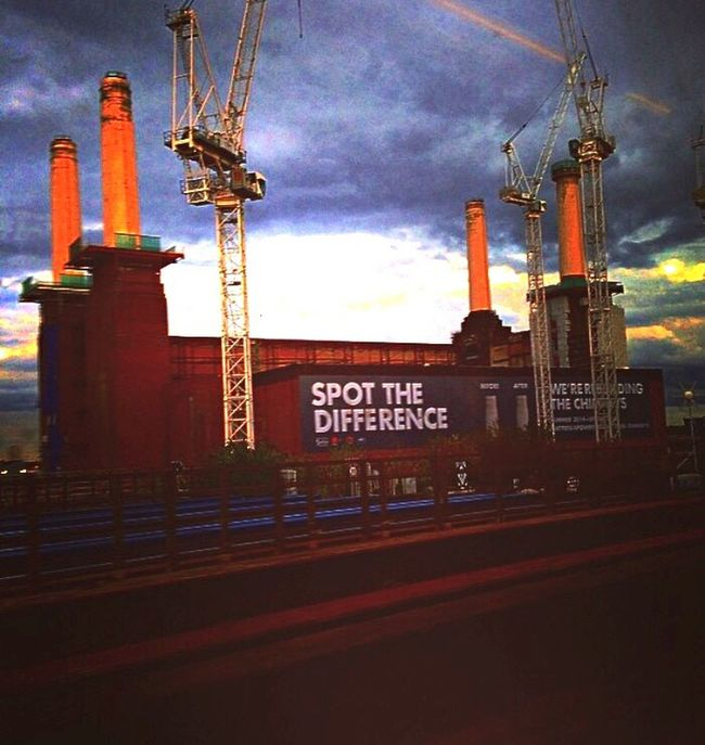 Battersea power station, going home. Battersea Power Station London Trains Train Station London Victoria Station