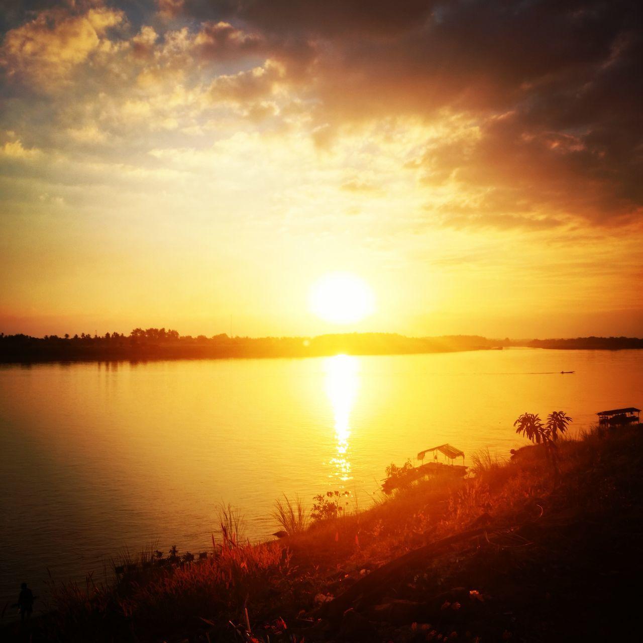 Beside River MeKong - Vientiane