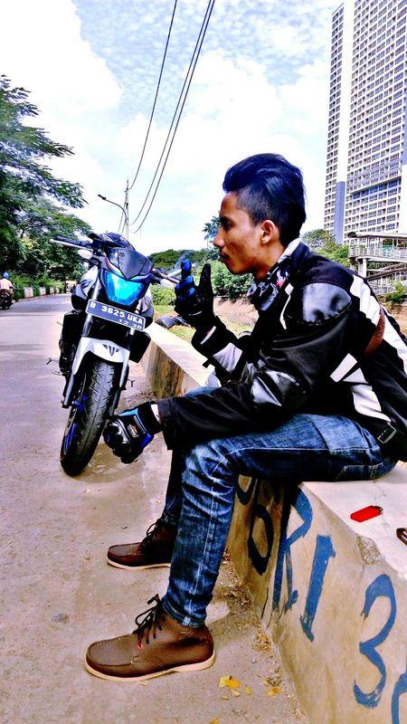 Adapted To The City Bikers Motorcycle Sunday Morning Ride 🚲🚲 Yamaha MT03 Yamaha MT25 Yamaha R6 Yamaha R25 Yamaha R15 Photography Outdoors Sky Adventure Exploreindonesia Explore INDONESIA Yamaha Jakarta JakartaStreet Hello