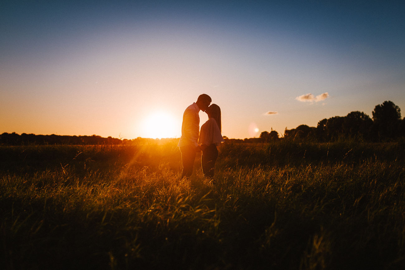 Beautiful stock photos of pärchen, two people, nature, sunset, sky