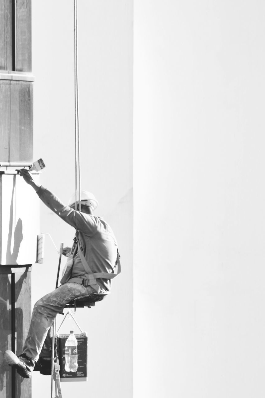 real people, one person, working, men, occupation, lifestyles, day, manual worker, skill, window washer, cleaning, outdoors, full length, built structure, building exterior, architecture, people