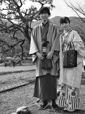 Nice couple in Arashimaya, Kyoto, Japan. Japan Kyoto Arashimaya Couple Kimono Street Photography X100t X100gang Fujifeed Fujifilm Fujifilm_xseries Black And White Monochrome Photography