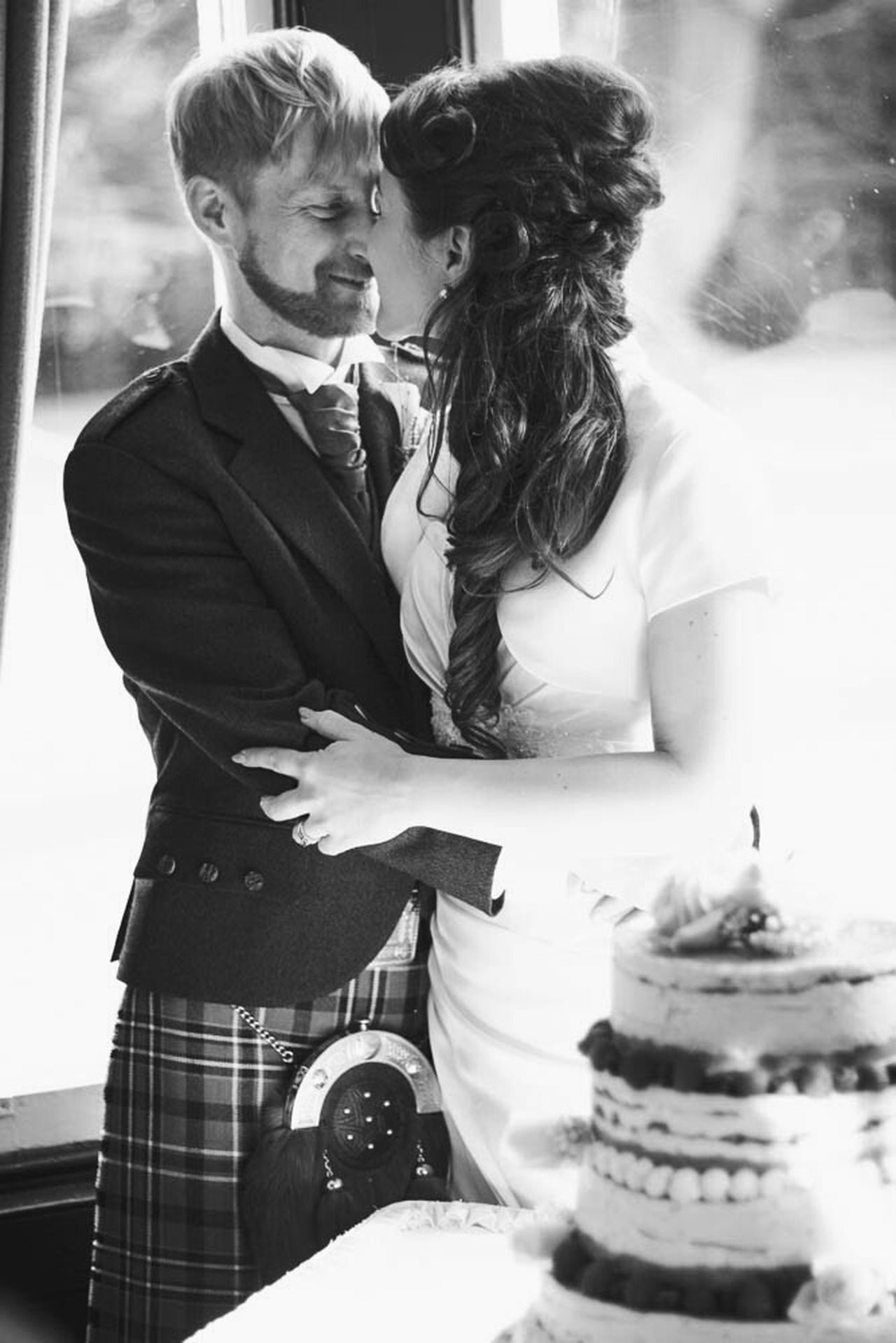 Two People Couple - Relationship Women Wedding Photography Weddings Around The World Scotland Scottish Arts Culture And Entertainment Highland Scottish Wedding Cake Wedding Cake Celebration Cakedesign Reception Tradition