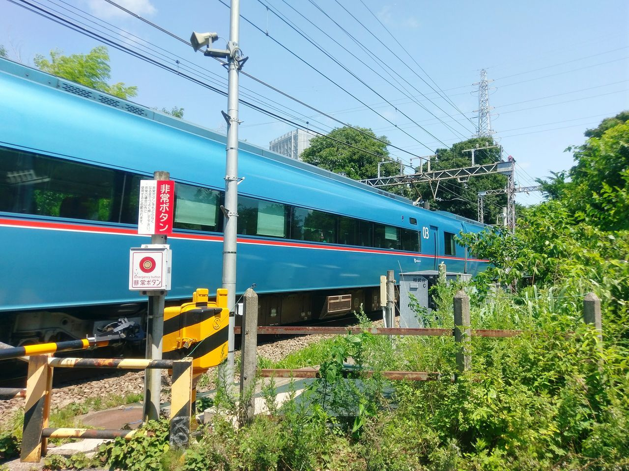 transportation, train - vehicle, cable, mode of transport, rail transportation, public transportation, railroad track, power line, connection, passenger train, day, tree, electricity pylon, land vehicle, power supply, outdoors, green color, electricity, no people, sky, plant, blue, clear sky, locomotive, nature