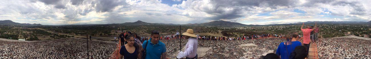 Pirámides De Teotihuacan PiramidedelSolTeotihuacan Vacaciones Depaseo Arquitecturamexicana Deapatadeperro Vista de 360 grados desde la cima de la Pirámide del Sol 😯🇲🇽📷📱☀️🌞
