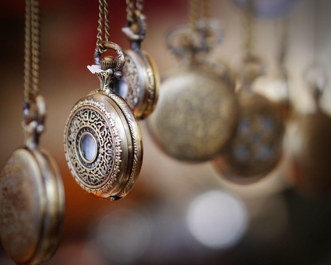Berlin Fleemarket Clocks Selective Focus Depth Of Field Bokeh Balls Pocket Watch