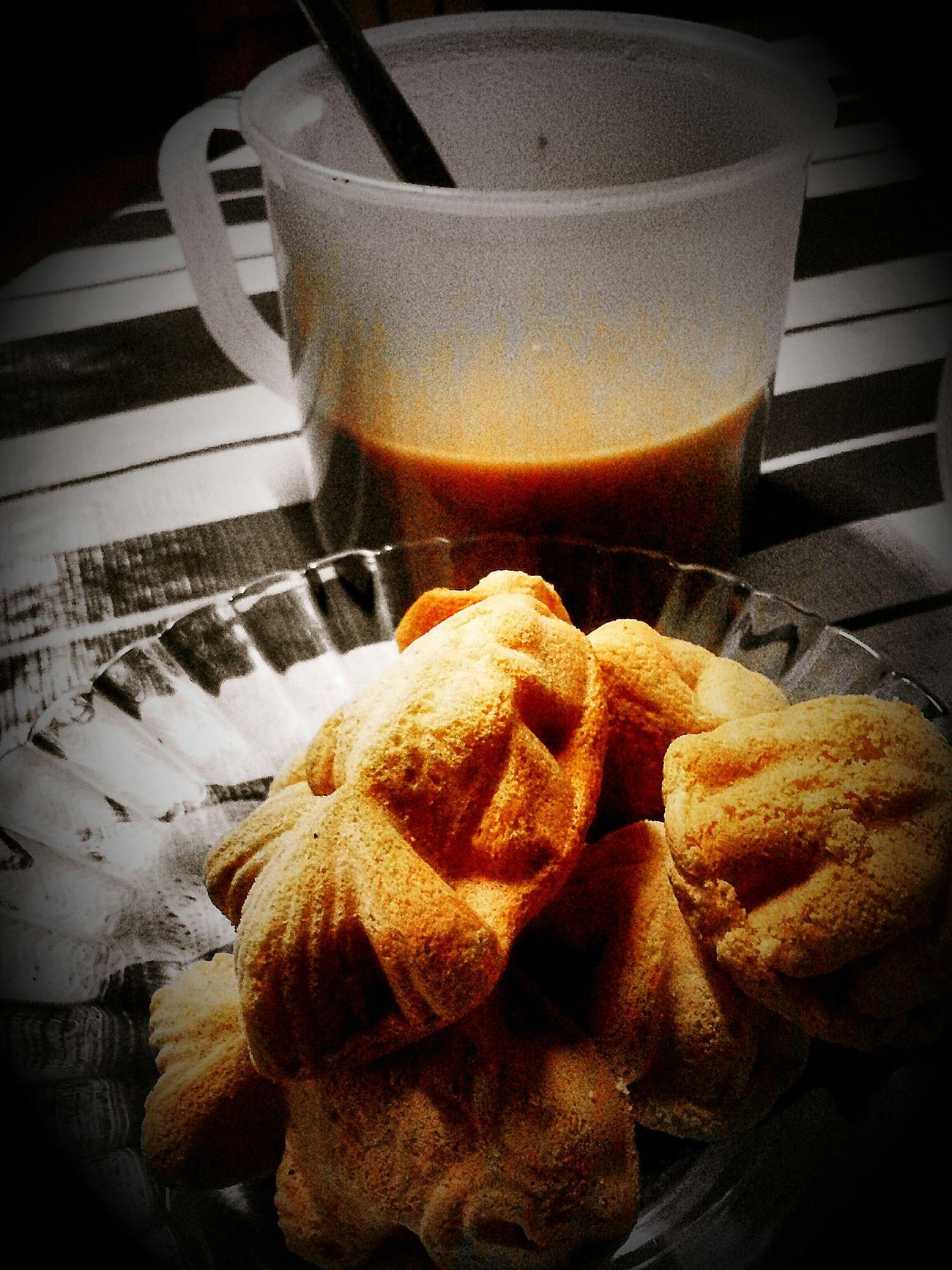 Bahulu with kopiko coffee...memang besttt