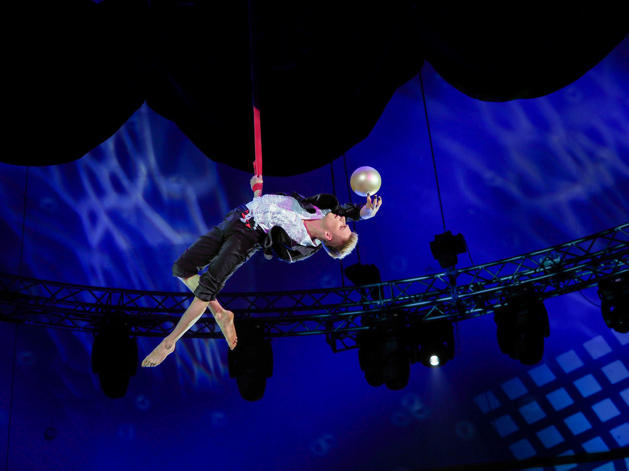 Russia, Moscow, circus, Russian circus, Circus, juggler, juggler in the air Adult Adults Only Circjuggler In The Airus Circus Extreme Sports Full Length Indoors  Low Angle View Men Moscow Night One Man Only One Person Only Men People Performance Russia Sportsman
