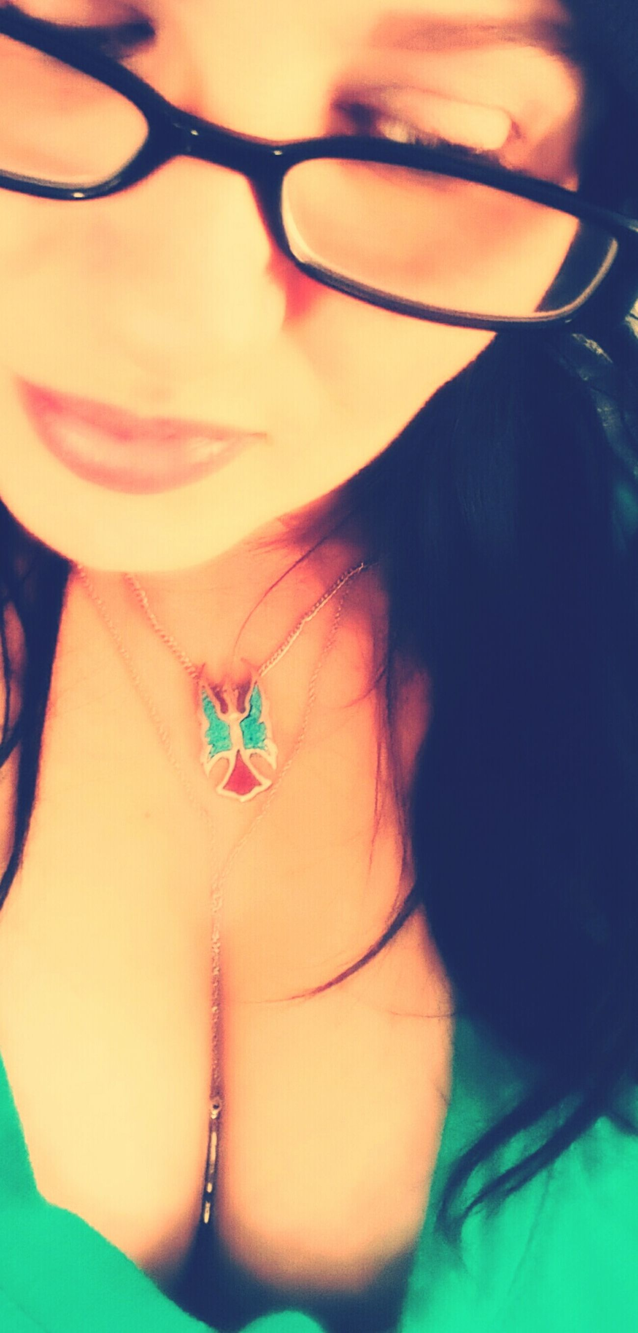 Feathers♡ Selfie✌ Lips Cleavage Cleavageappreciationday Jewelry Turquoise Women Woman Portrait Close Up Women Of EyeEm Cleavage... Cleavage On Point Womensphysique Womens Portraiture Women Portraits Womenpower Womanselfie Lips ♡ Beautifullips Fulllips