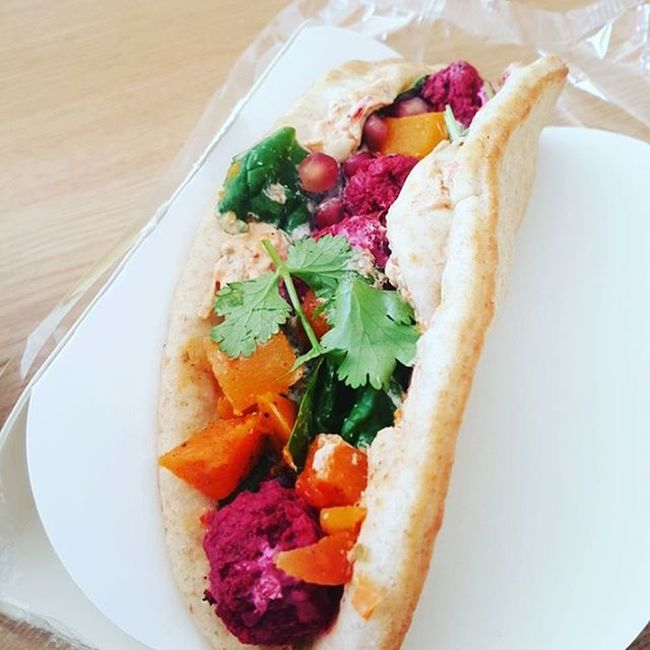 Beetroot Falafel & roasted butternut squash with a pomegranate and mint dressing on Rye flatbread Delicious Onesimplechange Oscgrancanaria Juiceplus